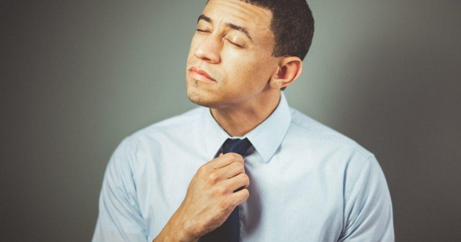 uomo cravatta ansia